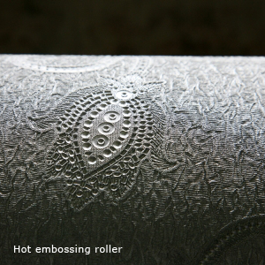 https://www.igiwallcoverings.org/wp-content/uploads/2012/01/Saueressig-Hot-embossing-roller.jpg
